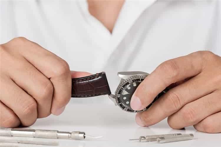 雷达服务中心手表维修表扣的类型