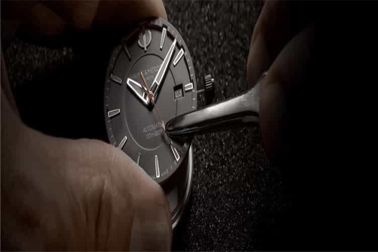 积家售后维修手表老走慢是怎么回事