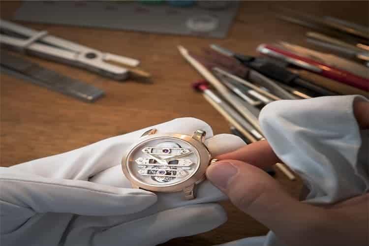 卡地亚手表售后维修手表总是跑快怎么办